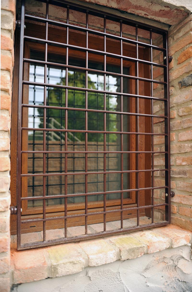 Inferriate in ferro battuto garmilli fabbro verona - Larghezza porta finestra ...